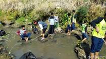 Turun ke Sungai, Ratusan Santri di Ponorogo Bersih-bersih Sampah