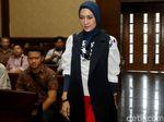 Ekspresi Steffy Burase Saat Bersaksi untuk Bupati Nonaktif Ahmadi