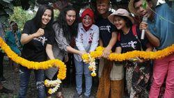Saat Artis Ayushita Kesengsem Pasar Botani di Sumbawa