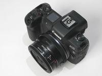 EOS R dan lensa DSLR Canon EF 40mm f/2.8 dengan adaptor