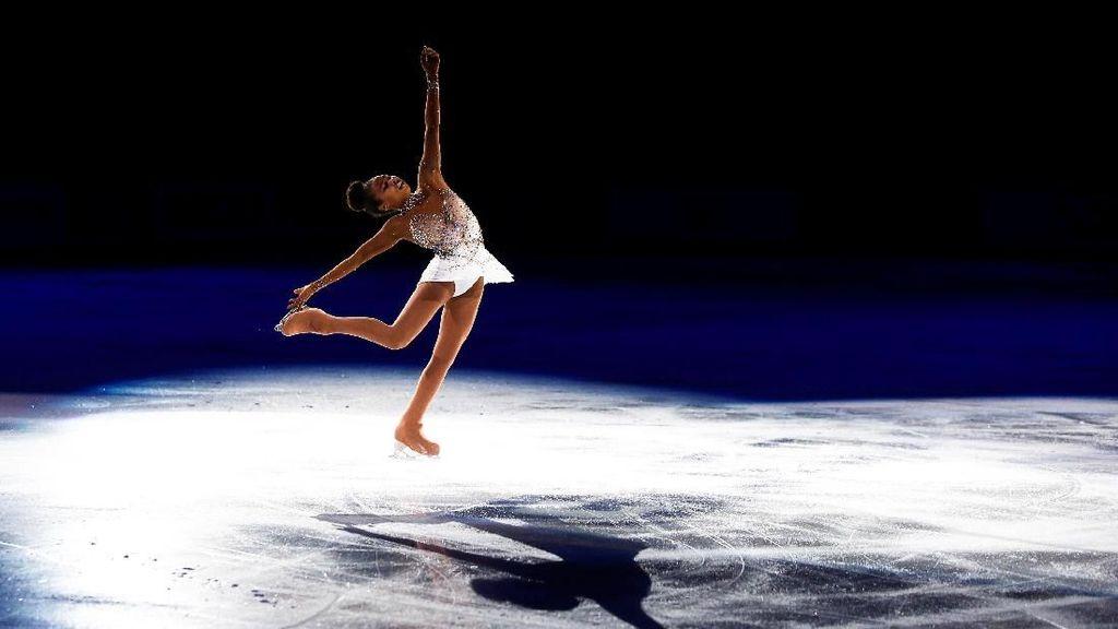 Deretan Aksi Menawan Atlet Ice Skating di Ajang Dunia