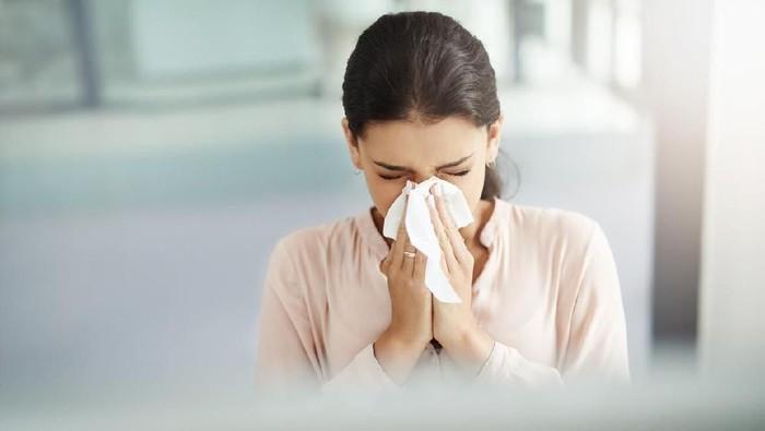 Hidung tersumbat yang tak kunjung reda disertai nyeri bisa jadi tanda kanker hidung. (Foto: iStock)