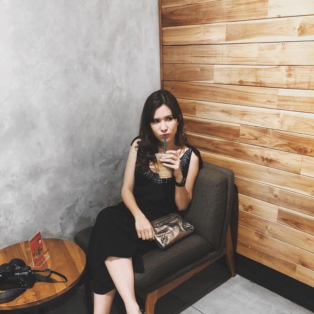 Ngopi dan Makan Es Krim, Michelle Joan Selalu Tampil Cantik dan Hits