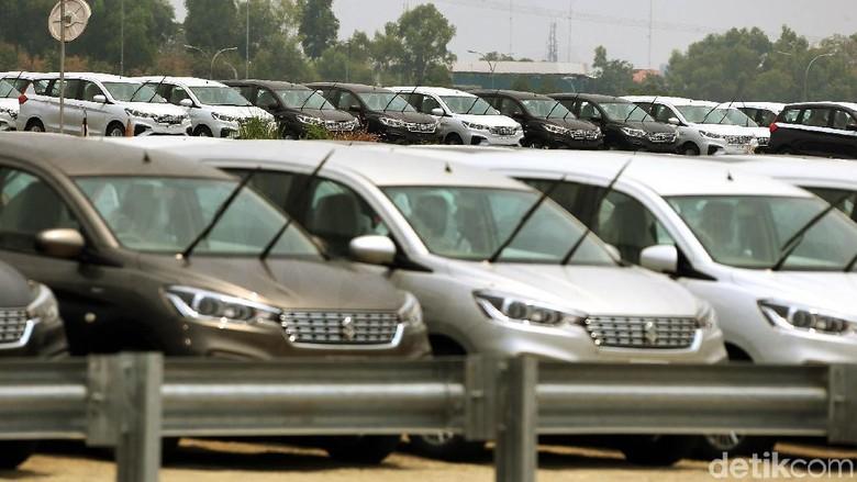 Mobil Suzuki Ertiga siap ekspor diparkir di pabrik Suzuki (Foto: Rengga Sancaya)