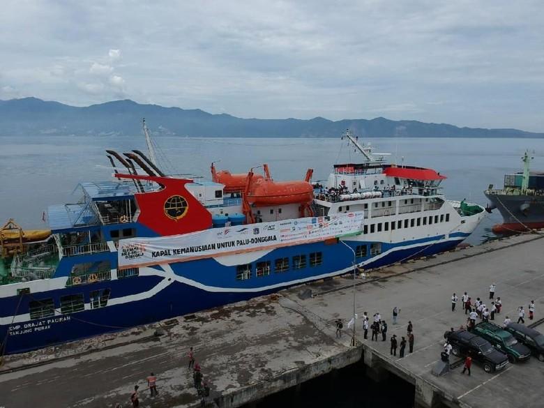 Kapal Kemanusiaan dengan 1000 Ton Logistik Berlabuh di Palu