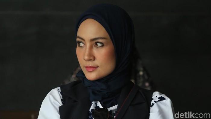 Fenny Steffy Burase bakal dihadirkan jaksa KPK dalam persidangan dengan terdakwa Bupati Bener Meriah nonaktif Ahmadi pada hari ini.