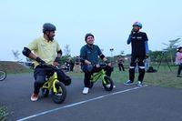 Rio dan Kevin siap balap sepeda dalam Cycling Challenge (Foto: detikcom)
