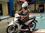 Hari Santri, Polisi: Kalau Naik Motor Tetap Pakai Helm Ya