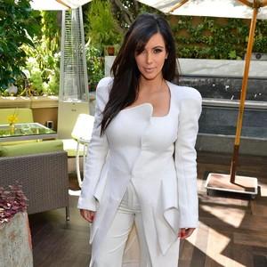 Cara Sepele Kim Kardashian Bantu Netizen Dapat Tawaran Kerja