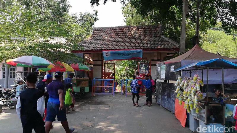 Seperti Umbul Ponggok di Klaten, Pasuruan juga pemandian yang serupa. Adalah Pemandian Banyubiru di Desa Sumberrejo, Kecamatan Winongan, Kabupaten Pasuruan, Jawa Timur (Muhajir Arifin/detikTravel)
