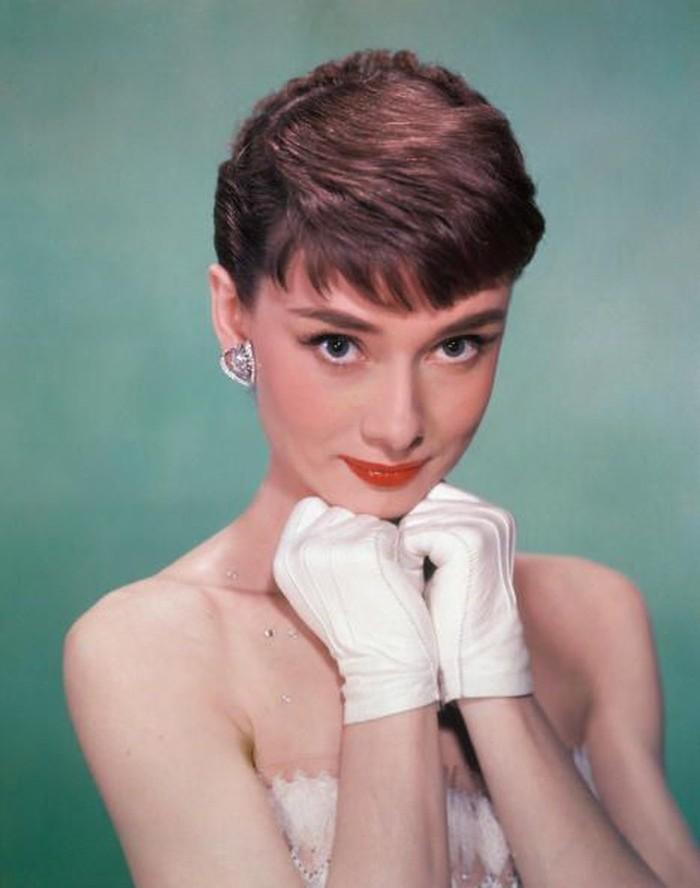Aktris berkebangsaan Inggris, Audrey Hepburn adalah duta UNICEF untuk anak-anak yang kelaparan sebelum terdiagnosis kanker usus. Penyakit ini mengakhiri pengabdian dan kehidupannya pada 1993. (Getty Images)