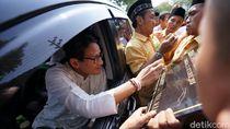 Insiden Spidol Patah Saat Sandi Dipaksa Tanda Tangan Prasasti