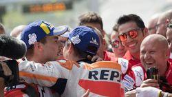 Lorenzo Beri Selamat Atas Gelar Juara Marquez