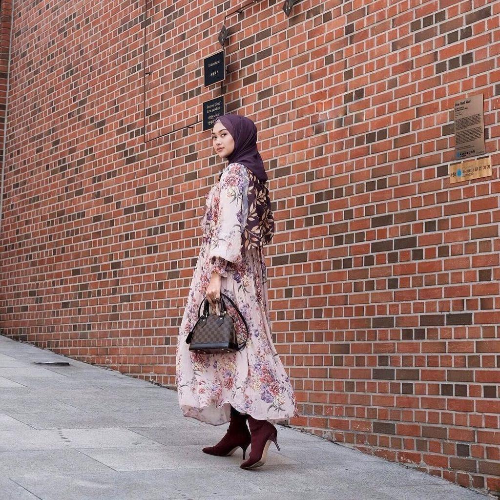 Foto: Gaya Hijab Indah Nada yang Selalu Menawan Saat Jadi Host Travelling