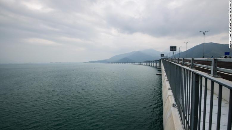 Jembatan 'Pembelah Laut' Terpanjang di Dunia Segera Dibuka