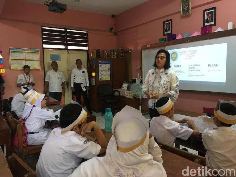 Siswa SD ke Sri Mulyani: RI kan Kaya, Kok Bukan Kita yang Beri Utang?