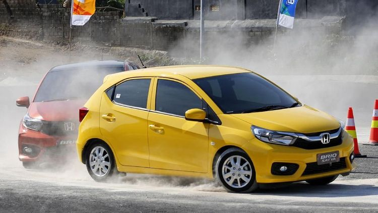 Honda Brio di Puncak, Ini 20 Mobil Terlaris di Indonesia