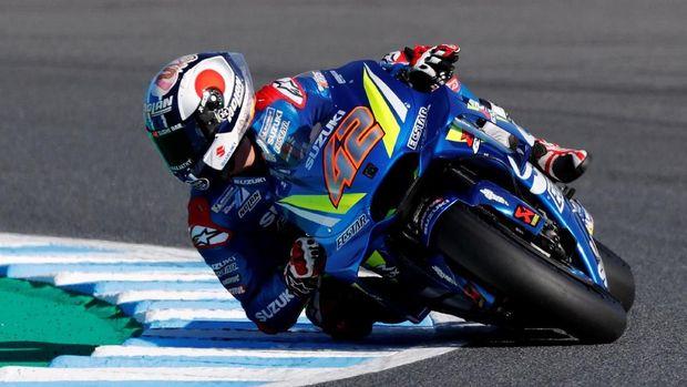 Alex Rins melesat ke posisi kedua.