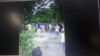 Foto viral Sandiaga di pemakaman /