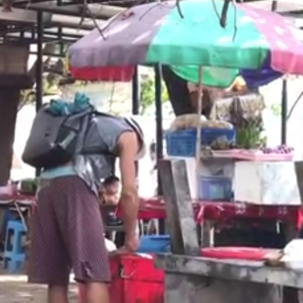 Viral Bule Mengais dan Makan dari Tong Sampah di Pantai Sanur Bali