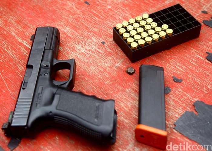 Ilustrasi senjata api. (Grandyos Zafna/detikcom)