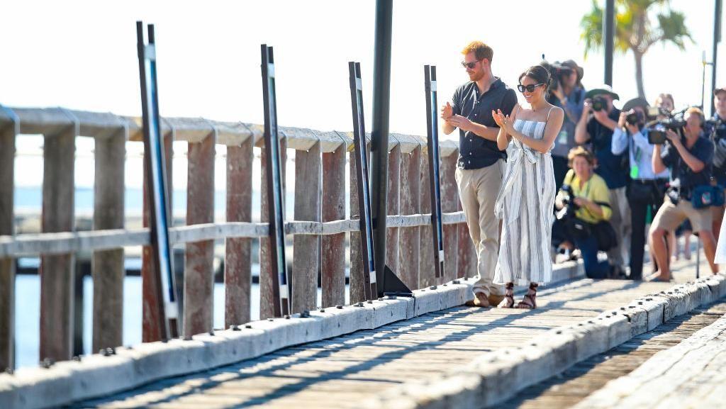 Saat Pangeran Harry dan Meghan ke Pulau Pasir Terluas di Dunia