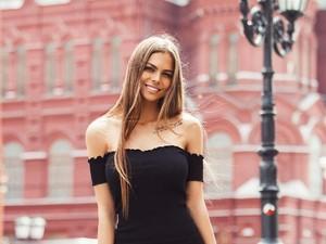 Ini Viki, Model Seksi yang Jadi Sensasi Usai Foto Ekstrem di Gedung Tinggi