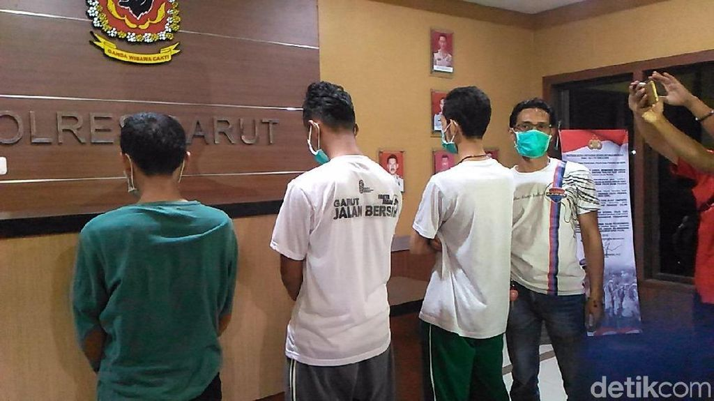 Polisi Sita Barang Bukti Terkait Kasus Pembakaran Bendera Tauhid