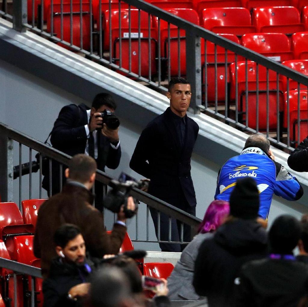 Halo Old Trafford, Ronaldo Pulang