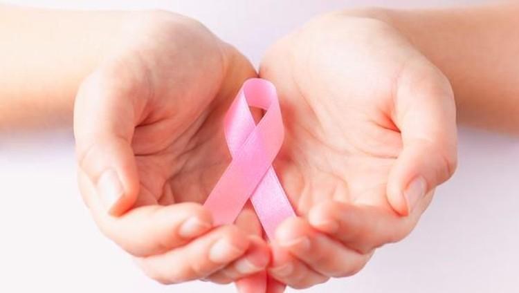 Cara Tak Biasa Survivor Kanker Payudara Beri Alasan Tak Menyusui