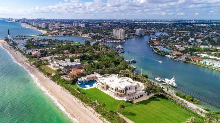 Vila bernama Playa Vista Isle ini terletak di pantai Hillsboro, Florida dan dibangun di atas lahan seluas lima acre. (Istimewa/CNBC)