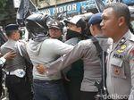 Massa Aksi Bela Kalimat Tauhid di Depan PCNU Solo Sempat Memanas