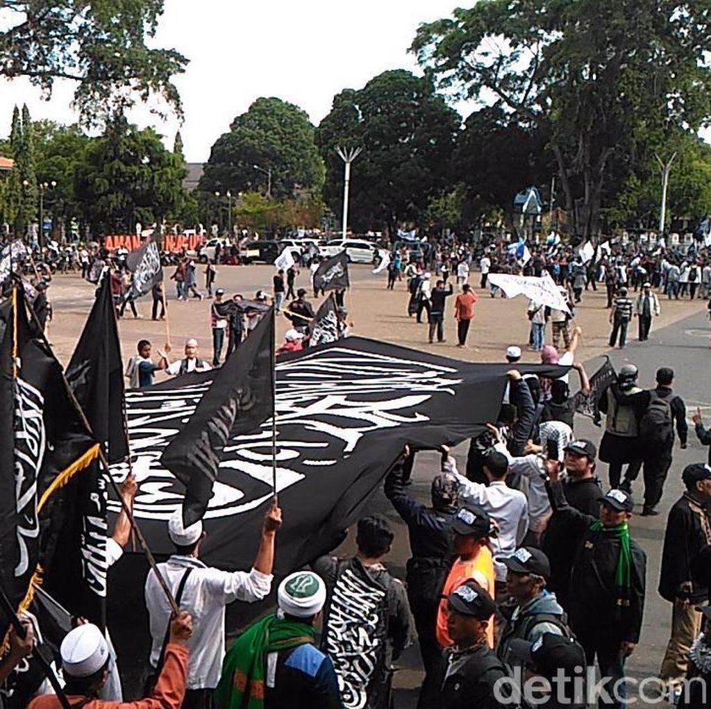 Long March, Ribuan Umat Islam di Garut Kibarkan Bendera Tauhid