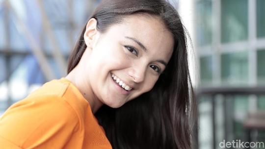 Senyum Amanda Rawles Bikin Luluh