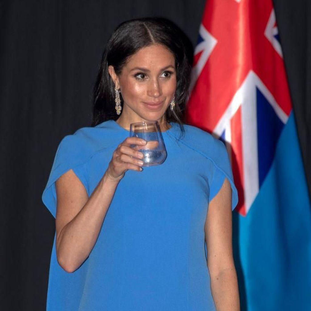 Terungkap! Kado Mewah Pangeran Charles untuk Meghan Markle