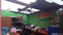 Angin Kencang Rusak Rumah Warga dan Sekolah di Brebes