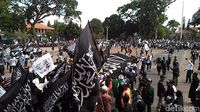 Aksi Damai, Ribuan Umat Islam di Garut Kibarkan Bendera Tauhid