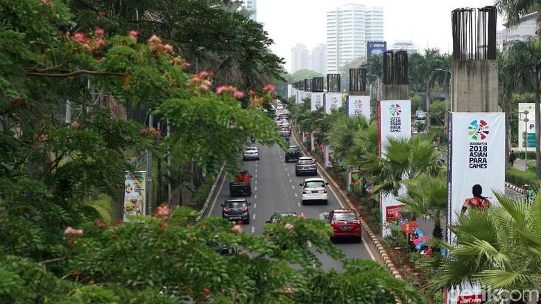 Melihat Lagi Kondisi Tiang Monorail yang Mangkrak di Senayan