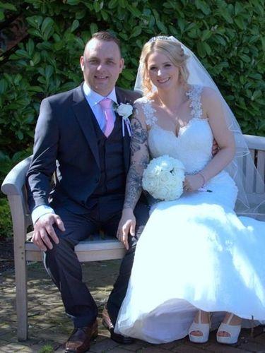 Kat Butcher dan Matthew di hari pernikahannya