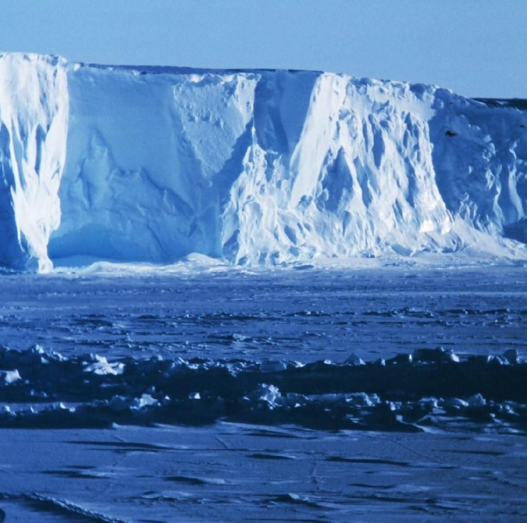 Ke Mana Penganut Bumi Datar Kala Antartika Bernyanyi?