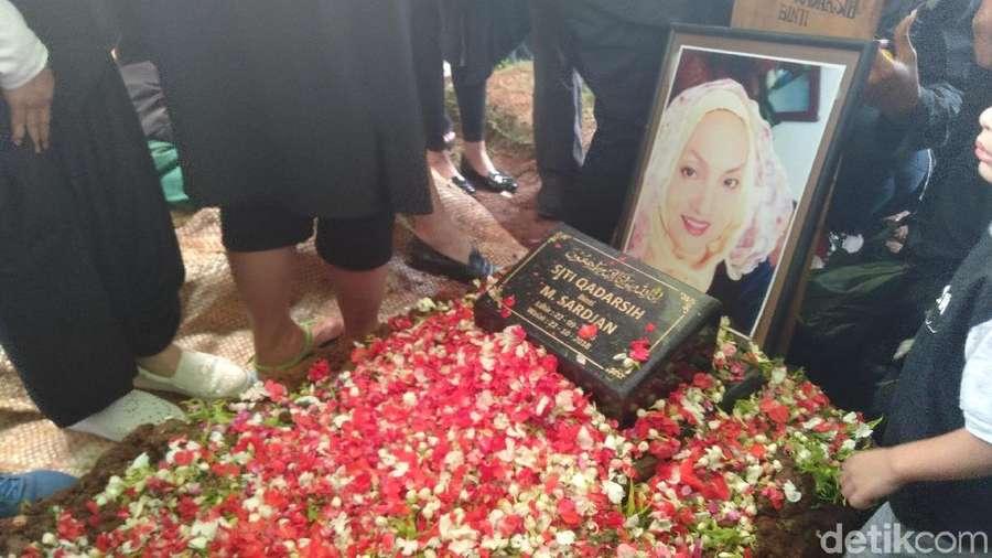 Atiqah Hasiholan, Melody, Pemakaman Titi Qadarsih hingga Susan Sameh