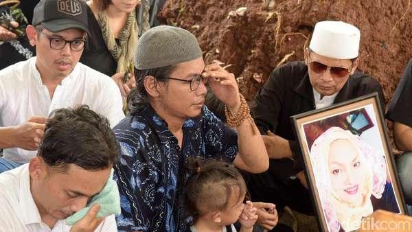 Deretan Artis Senior di Pemakaman Titi Qadarsih