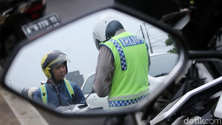 Ilustrasi razia motor. Polisi menggelar razia motor di Flyover Pesing (Foto: Rifkianto Nugroho)