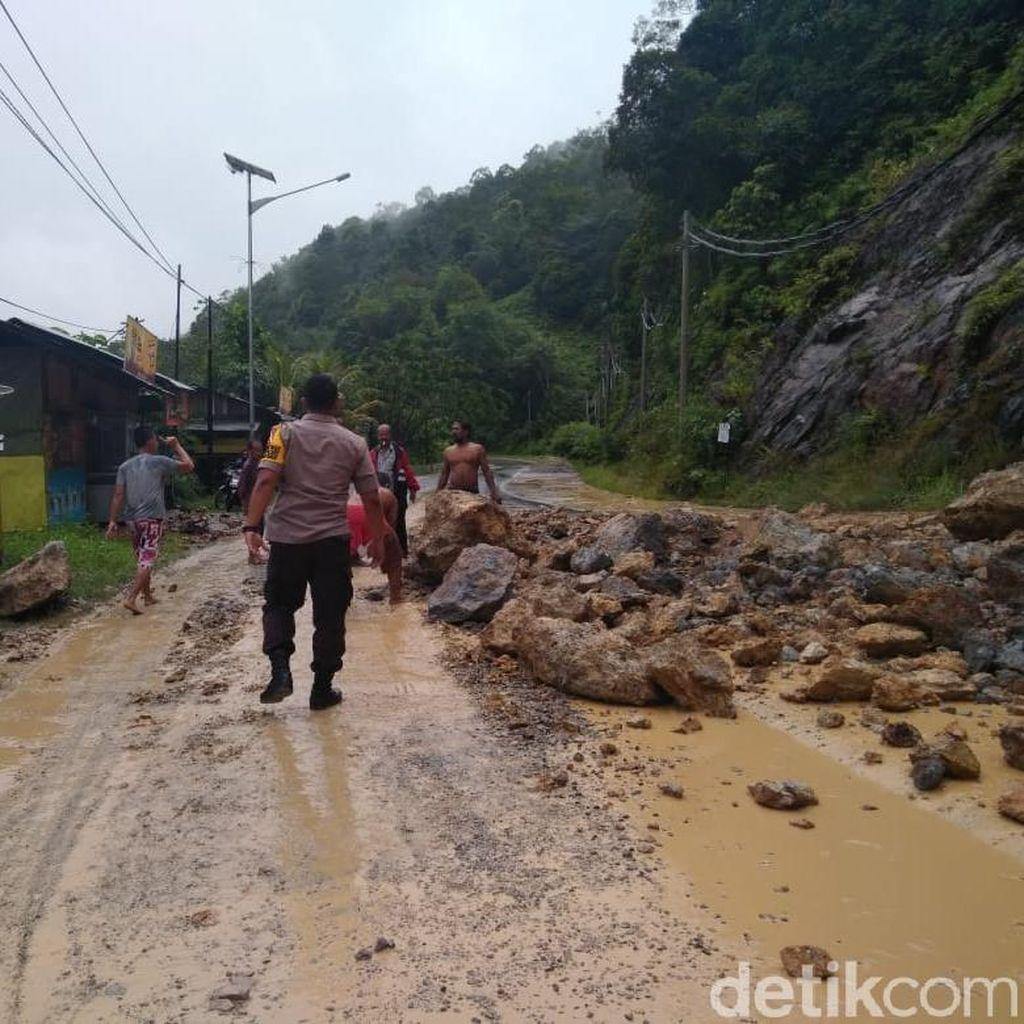 Tertimbun Longsor, Jalan Riau-Sumbar Via Kampar Tersendat