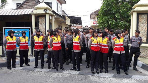 Massa Aksi di Solo Desak Polisi Tangkap Pembakar Tulisan Tauhid