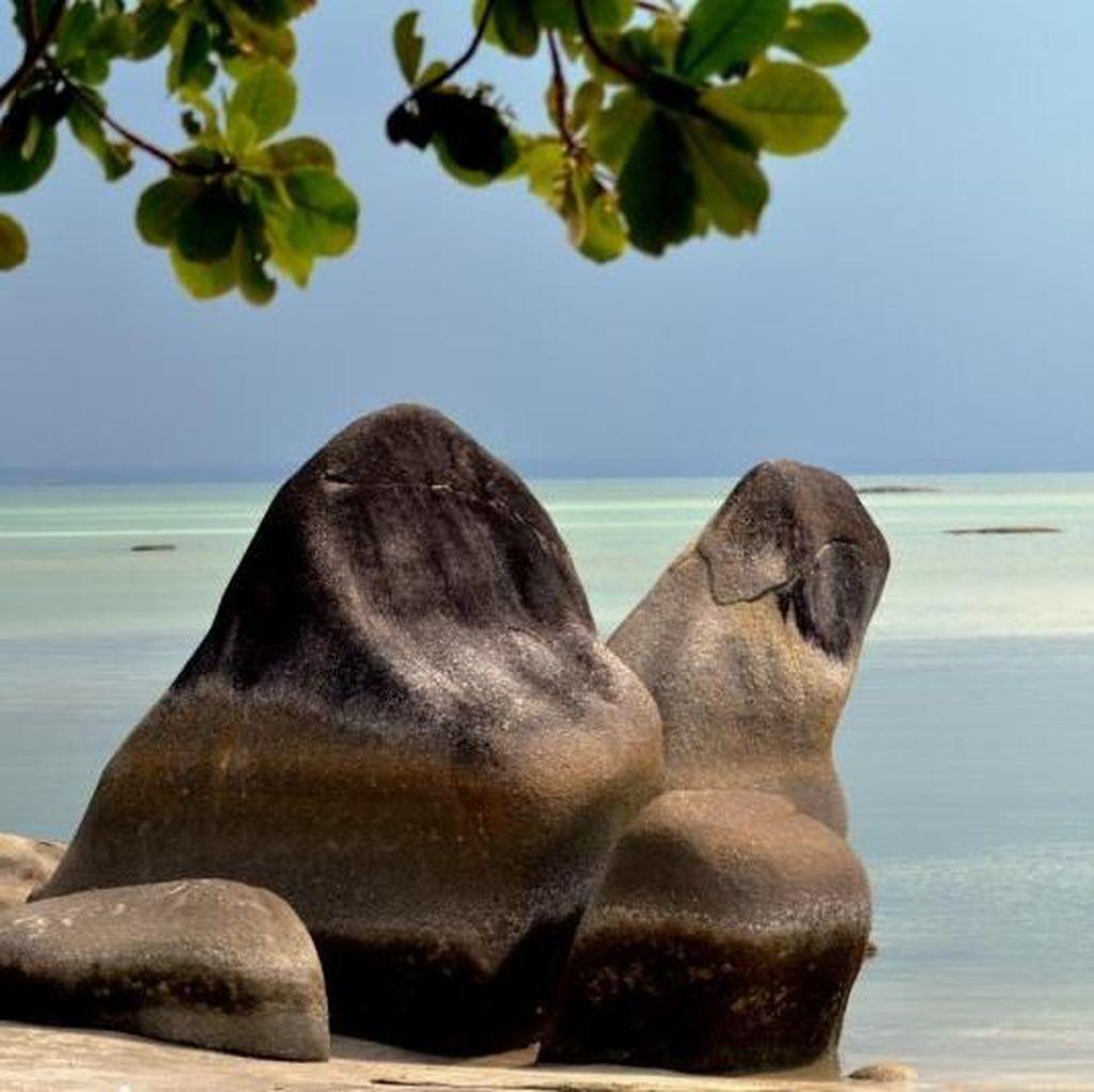 Masuk Pantai Ini Disambut Granit Raksasa, Di Mana Coba?