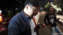 Diperiksa KPK soal Suap Meikarta, Saksi Ini Menunduk No Comment