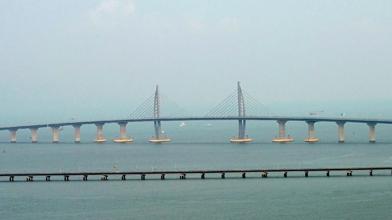 Foto: Jembatan laut terpanjang dunia (Reuters)