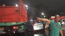 Kecelakaan Taksi dan Truk Terjadi di Depan Thamrin City