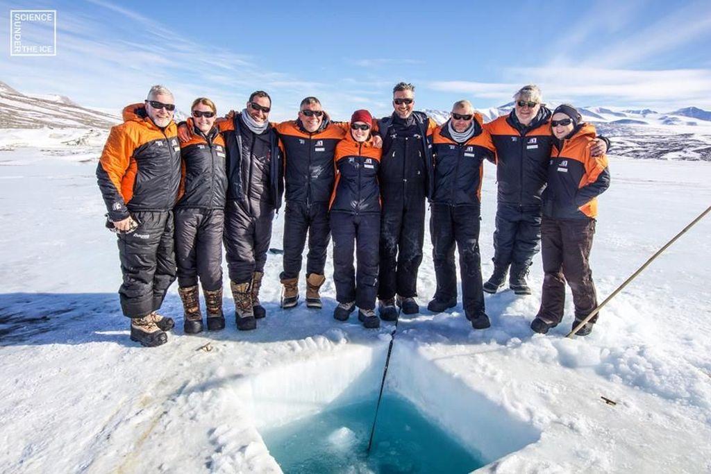 Sebuah tim peneliti yang isinya berasal dari Finlandia dan Selandia Baru melakukan proyek bernama Science Under The Ice. Foto: Facebook/Science Under The Ice